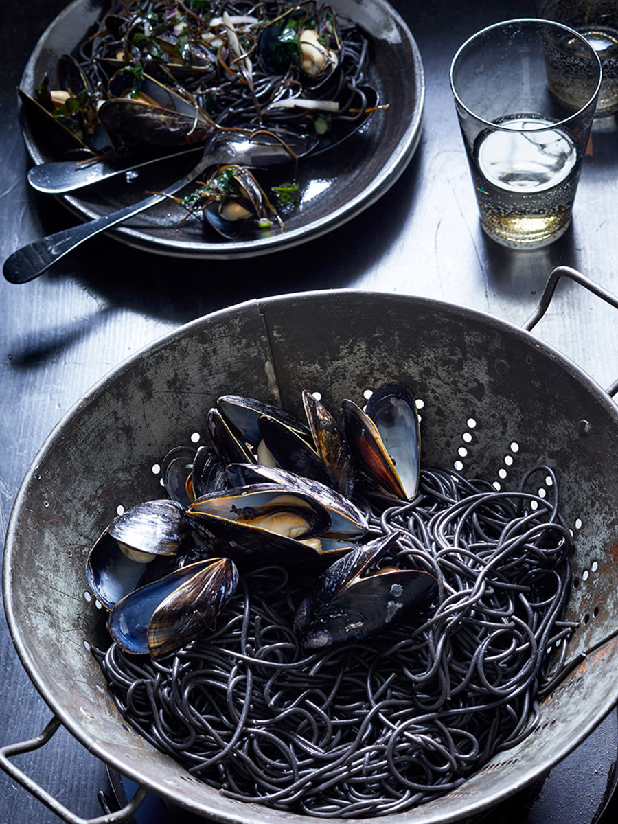 Squid_Ink_mussels_prep_dana_gallagher0005-2